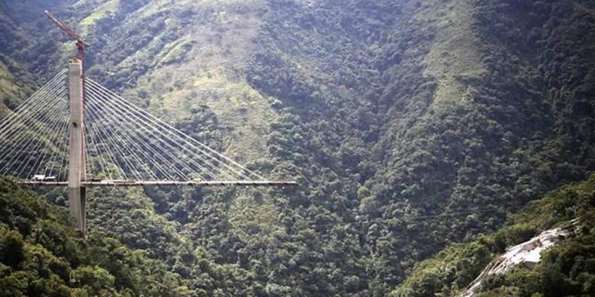 Construcción del puente colapsado entre Bogotá y Villavicencio se retrasaría dos años